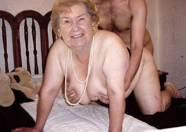 Le sexe avec de vieilles femmes nues